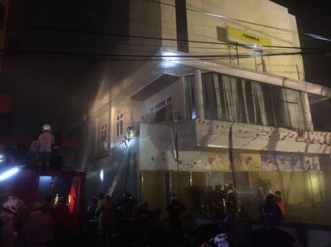 Kantor Adira Finance Pontianak Terbakar