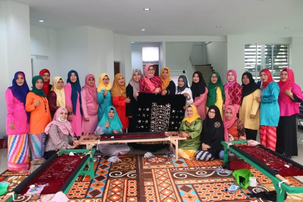 Dekranasda Kota Latih 20 Pengrajin Sulam Kalengkang