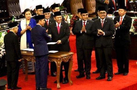 Joko Widodo (Jokowi) dan Ma'ruf Amin resmi memimpin Indonesia periode 2019-2024 (Dery Ridwansah/ JawaPos.com)