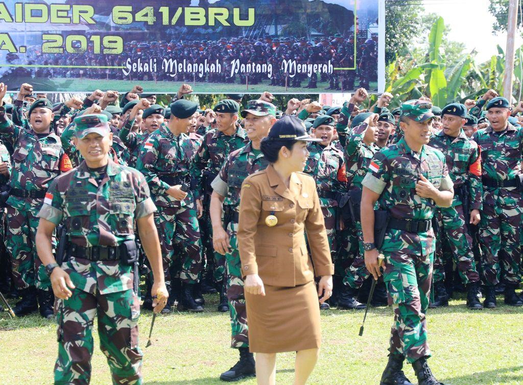 Pangdam Lepas Ratusan Prajurit Yonif 641 ke Perbatasan RI-Malaysia