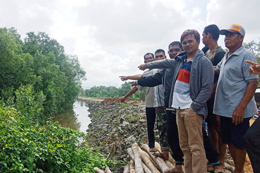 Warga Bantah Tutupi Muara Sungai